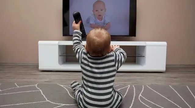 孩子多大可以看电视?看早了可就麻烦了